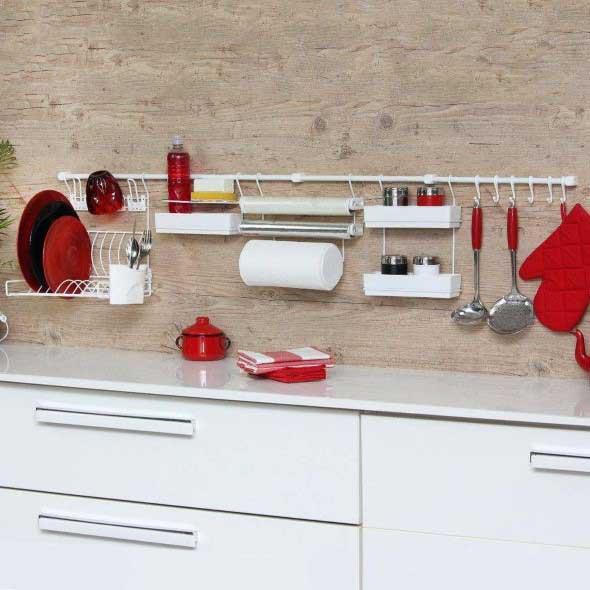 Utensílios de cozinha nas paredes 004