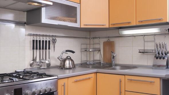 Utensílios de cozinha nas paredes 006