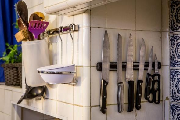 Utensílios de cozinha nas paredes 008