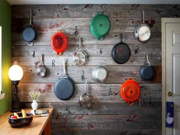 Utensílios de cozinha nas paredes 015