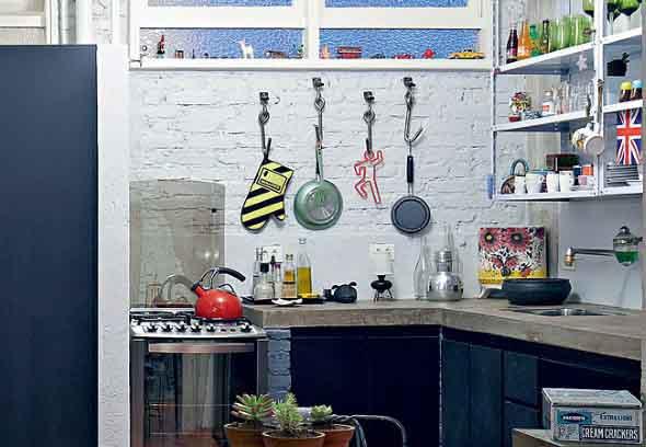 Utensílios de cozinha nas paredes 016