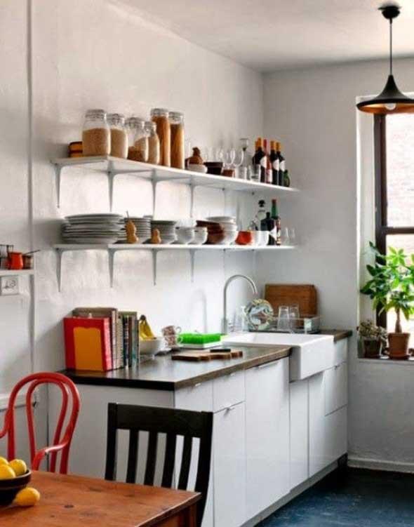 Utensílios de cozinha nas paredes 018