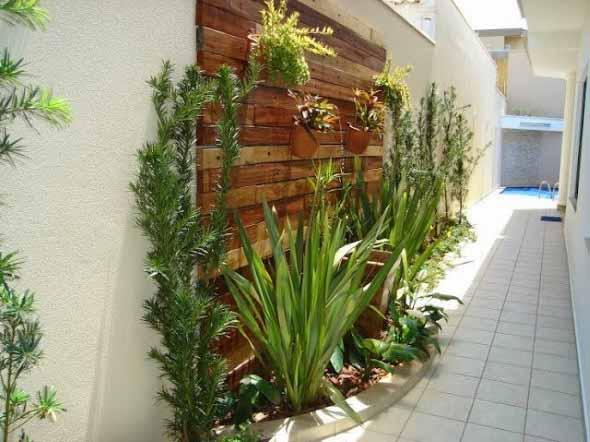 Jardim vertical no corredor 001