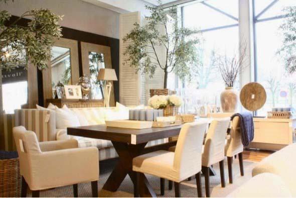 Poltronas e sofás na sala de jantar 010