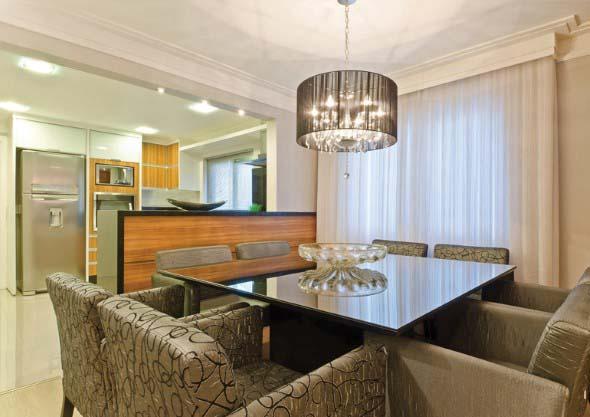 Poltronas e sofás na sala de jantar 012