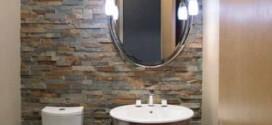 Revestimento de pedras no banheiro